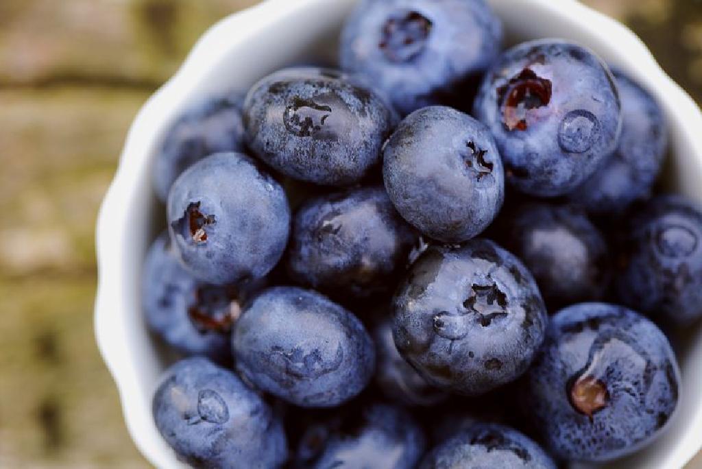 Dieta cu afine te ajută să ai un abdomen plat și să îți detoxifiezi organismul